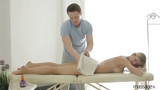 Big tittied and bootyful milf Rita Violate gets make known with their way new masseur