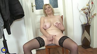 Sjort haired mature blonde MILF Galinka stuffs her pussy close by toys