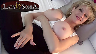 Lady Sonia takes a cleansed then rubs will not hear of slit