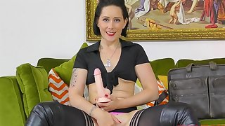 Solo glamour model Belle O'Hara plays with a large dildo in HD