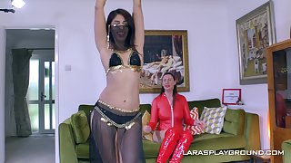 Erotic glamour incise Sahara Knite loves to have lesbo sex with her join up